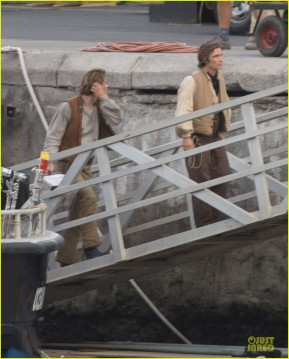 chris-hemsworth-heart-of-the-sea-set-with-cillian-murphy-06