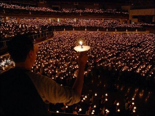 Christmas Mass in Bethani Chruch at Surabaya. Copyright: BBC Indonesia