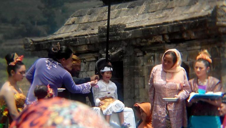 Indonesia Banget 37: Dieng Culture Festival – Kids with Dreadlocks  Polychrome Interest