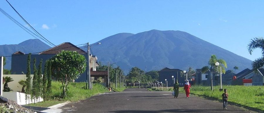 1024px-Mount_Gede_00