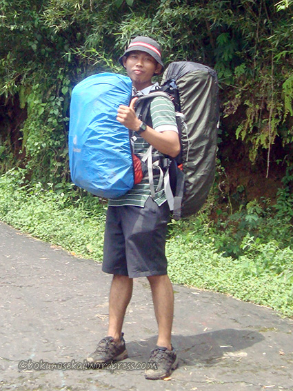 Iyank was carrying two bags because my friend couldn't carry hers